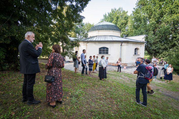 Návštěvníci u hrobky MEE, Foto: Jakub Šnajdr